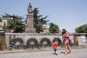 Yazar Şota Rustaveli Anıtı